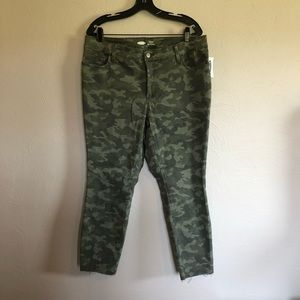 Old Navy Rockstar Super Skinny Highrise Camo - NWT